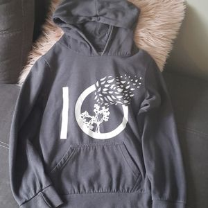 10 tree sweater euc